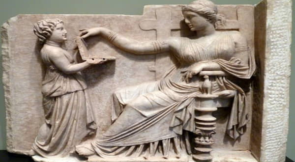 Un portátil en una Obra de Arte Griega Antigua